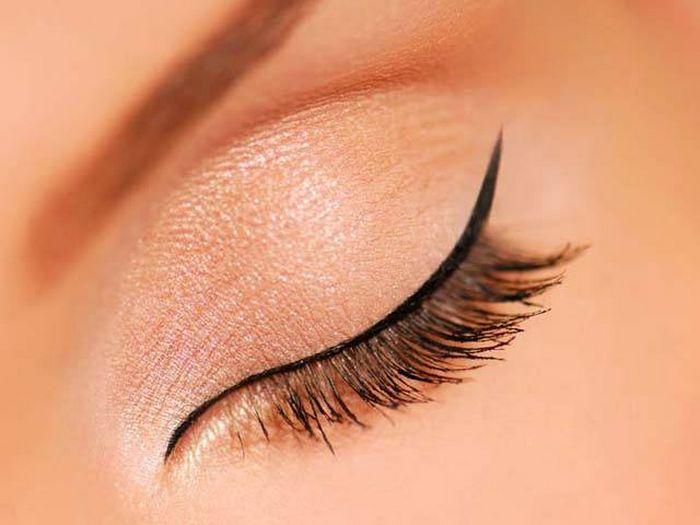 El aceite del nuez de coco de las arrugas alrededor de los ojos las revocaciones